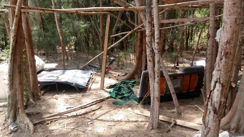 homeless-camp-in-woods-vero-beach-florida-0406191248-850-477-makingtoday-com